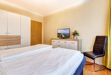 2. Flat-TV im Schlafzimmer