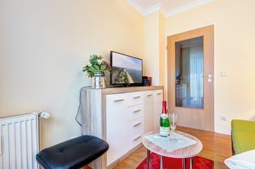 Wohnzimmer mit Flat-TV & freies W-LAN
