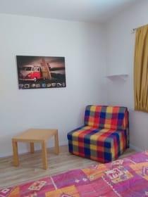 Sessel bzw. Zusatz-Schlafplatz im Schlafzimmer