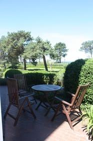 Terrasse an der Promenade mit Ostsee - und Seebrückenblick