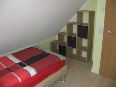 Schlafzimmer Dachgeschoss mit Einzelbett