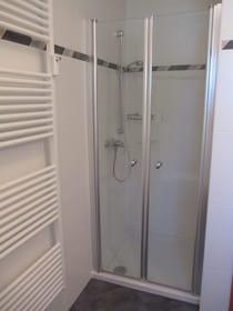 Dusche mit tiefem Einstieg