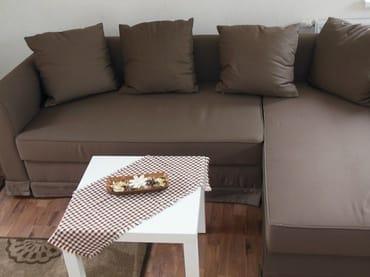 Sofa: auch als Schlafcouch (2x2 m) möglich