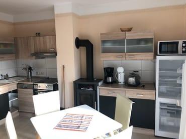 Küche mit Kaminofen