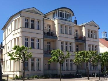 Eckwohnung 1.OG links mit Balkon