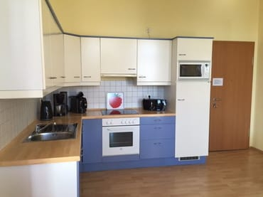 komplett ausgestattete offene Wohnküche