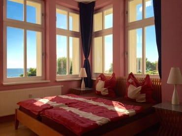 Schlafzimmer mit Rundumblick von der Seebrücke bis zur poln. Steilküste