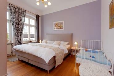 ... mit einem Einzelbett augestattet, welches für Kinder bis 5 Jahre geeignet ist.