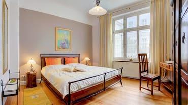 Beide Schlafzimmer verfügen über ein Doppelbett.