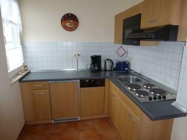 Küchenecke zur Selbstverpflegung mit Fensterblick zur Ostsee