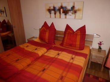 1,80m * 2,00m Bett in Kernbuche mit Komforthöhe