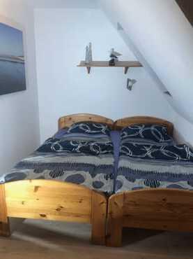 weitere Variante für's Schlafzimmer: verbunden zum Doppelbett...