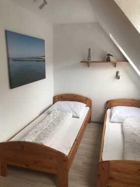 Schlafzimmer mit zwei Einzelbetten...