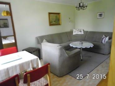Wohnraum-Sitzecke(als Schlafcouch möglich)