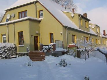 Unser Wohnhaus im Winter