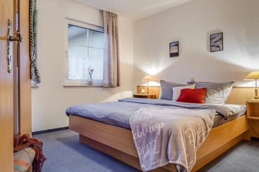 Schlafzimmer Doppelbett 180m X 2,00 m