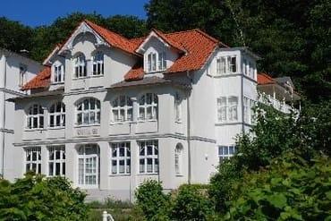 Die romantische Ferienwohnung in der Villa LI befindet sich mit dem Wintergarten ganz oben rechts. Südseite!