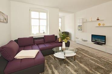 Wohnzimmer mit komfortabler Eckcouch