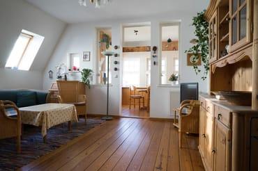 Blick in den Wohnbereich mit Loggia