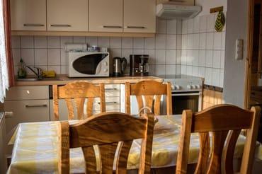 Küchenzeile mit Essbereich im Wohnzimmer