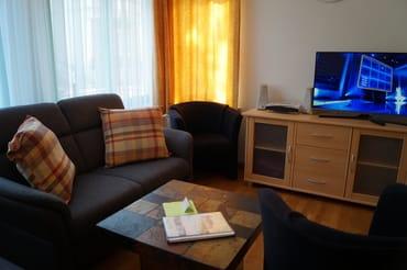 Sitzecke mit TV