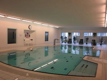 Der Pool ist täglich geöffnet von 8.00 - 21.30 Uhr