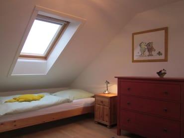 Zweites Schlafzimmer mit 3 Einzelbetten
