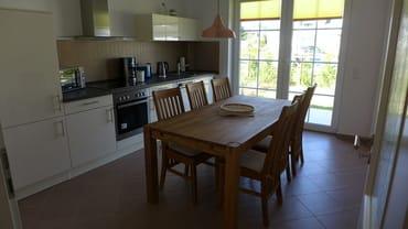 die separate Küche mit Terrasse