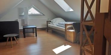 Kinderzimmer in DG mit ausziehbarem Doppelbett