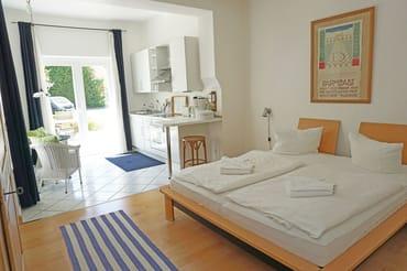 kombiniertes Wohn-/Schlafzimmer