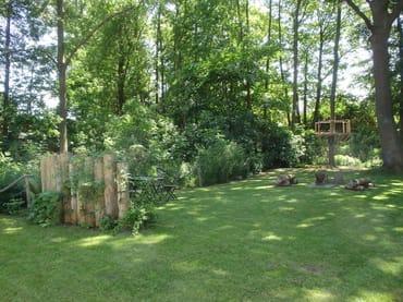 Garten mit Feuerstelle und separater Sitzecke
