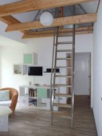 steile Treppe zum Schlafboden