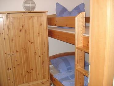 Etagenbett für Kinder im zweiten Schlafzimmer