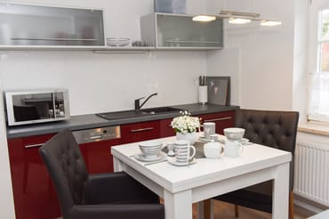 Essbereich (Küchenzeile mit Spüle und Mikrowelle)