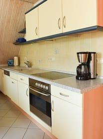Küchenzeile (mit Spüle, Geschirrspüler, Cerankochfeld und Backofen)