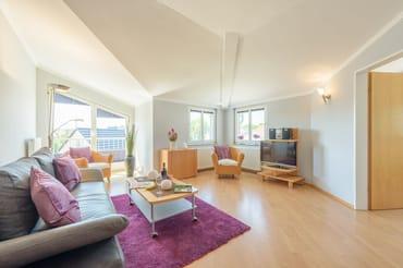 Das helle Zwei-Zimmer-Appartement hat eine Größe von 55 Quadratmetern und liegt im 2. Obergeschoss des Neubaus der Villa Alt Ahlbeck.