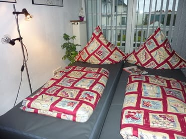 Ausgezogene Schlafcouch mit hochwertigem Federkern. Liegefläche: 2x80x200 cm