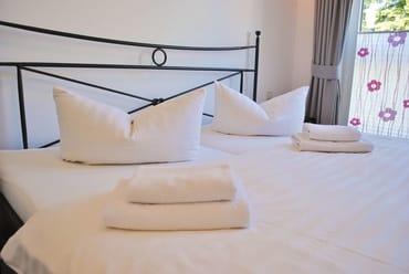 Betten bezogen, Dusch- und Handtuch