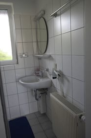 Dusche und WC , EG