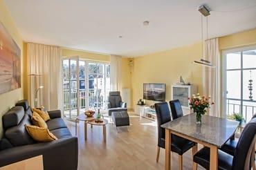 In unserer 3-Raum-Wohnung im 1. Obergeschoss können bis zu 4 Personen ihren Urlaub verbringen. Vom offenen Wohnbereich mit komplett ausgestatter Küchenzeile ...