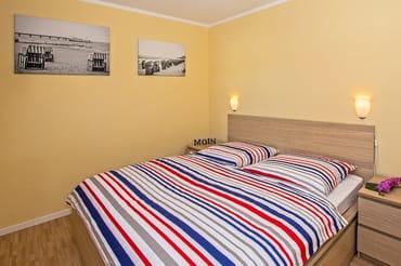 Die Wohn- und Schlafräume (1x Doppelbett, 1 x zwei Einzelbetten) sind geschmackvoll eingerichtet.