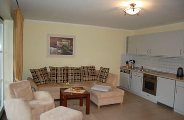 Couch mit Blick zur Küchenzeile
