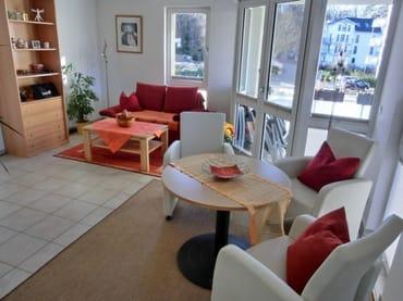 Sehr schönes Wohnzimmer mit Schlafcouch (1,20x1,90 Liegefläche) Sonnenbalkon bis 21h Sonne im Sommer