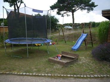 kleiner privater Spielplatz für die Kleinen