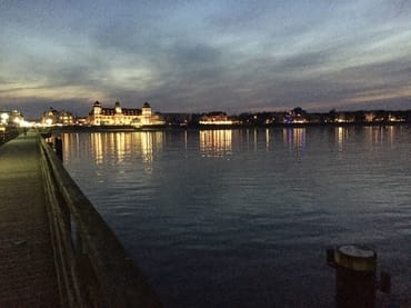Die Seebrücke; am rechten Bildrand liegt die Villa Seeadler