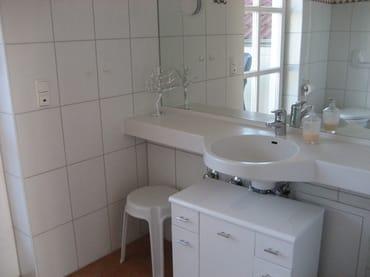 Schöner Waschtisch im Badezimmer