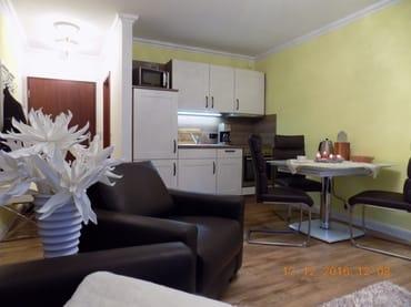 schöner Wohn/Essbereich mit ausziehbaren Esstisch
