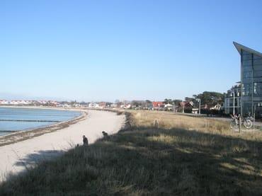 Strand mit Promenade