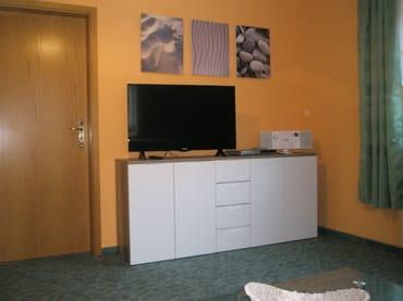 Sideboard mit TV und Radio mit CD, USB und Bluetooth