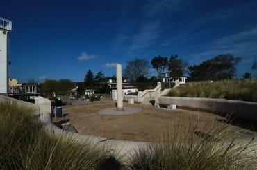 Der Löber-Platz ist der Ortskern von Juliusruh und liegt direkt an der Promenade